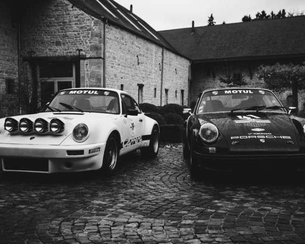 Photo Noir et Blanc Duo Porsche