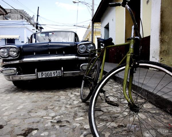 Tableau de voiture Cubaine et vélo